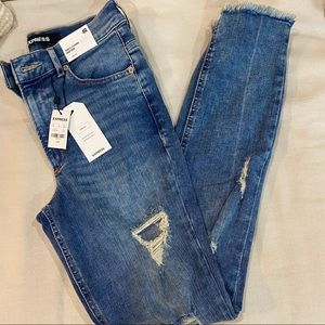 NEW W TAGS Express High Rise Destroyed Ankle Jeans
